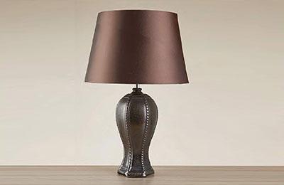 Exkluzívne stolové svietidlá od firmy Searchlight