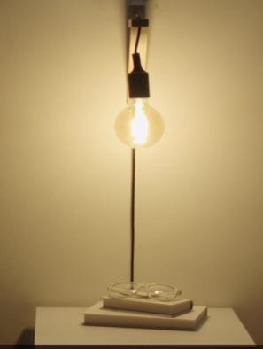 Máte málo miesta na nočnom stolíku, ale potrebujete osvetlenie napr. čítanie knižky ¬¬?
