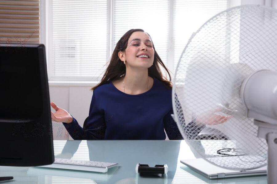 Je Vám teplo? Horúčavy dorazili avy rozmýšľate ako sa doma alebo vpráci schladiť?