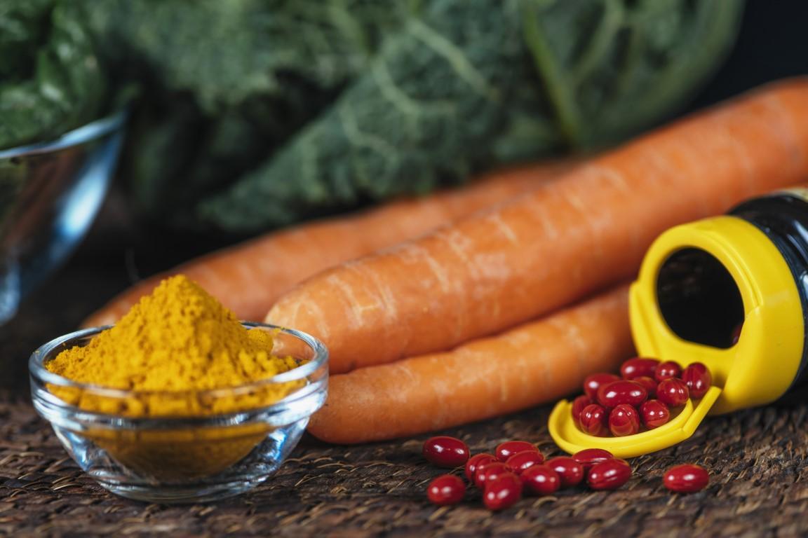 beta-carotene-supplement-pills-and-vegetables-B9CXRQ5