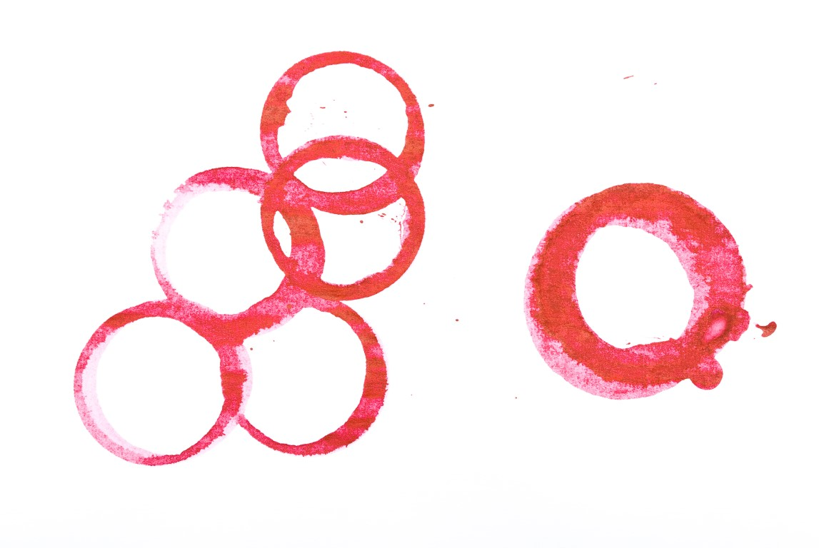 red-wine-ring-stains-DLKMTW7