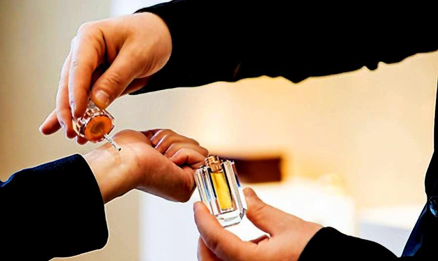 Co dělat, aby parfém dlouho voněl a vydržel?