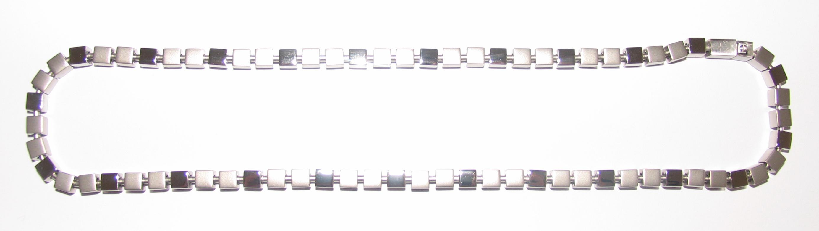 Řetízek z oceli na krk z kostiček