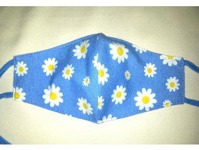 rusko kvetinky na modrom