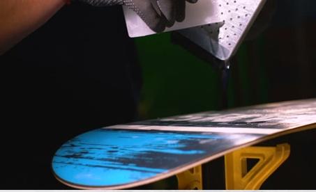 Jak správně voskovat, brousit, opravovat snowboardy a lyže