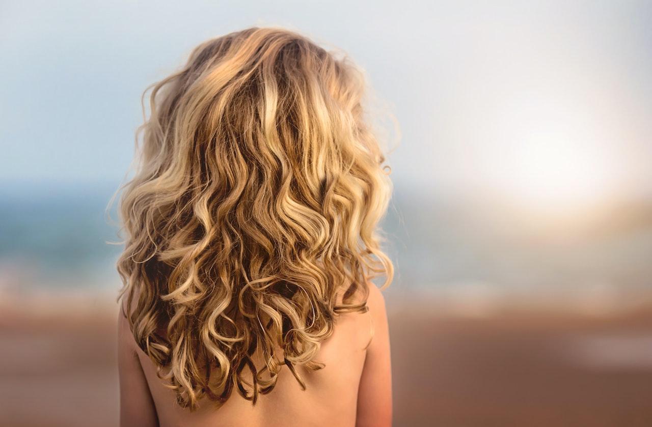 Jak zesvětlit vlasy a zachovat jejich zdraví a kvalitu