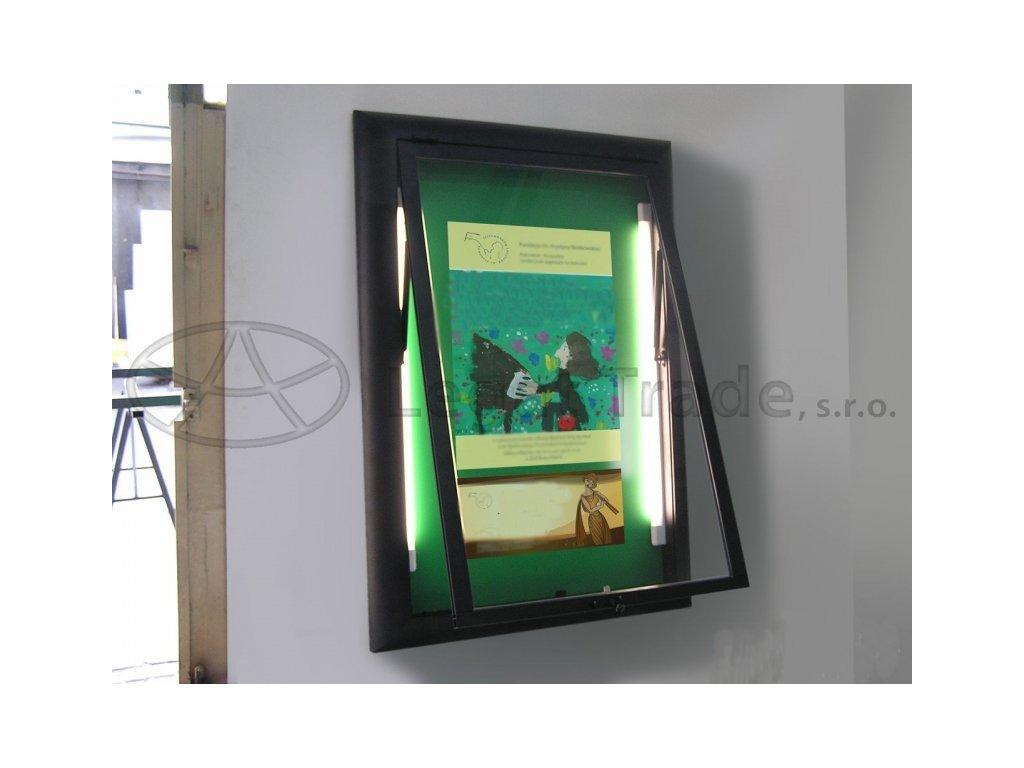 Závěsná vitrína se širokým profilem s otvíráním nahoru