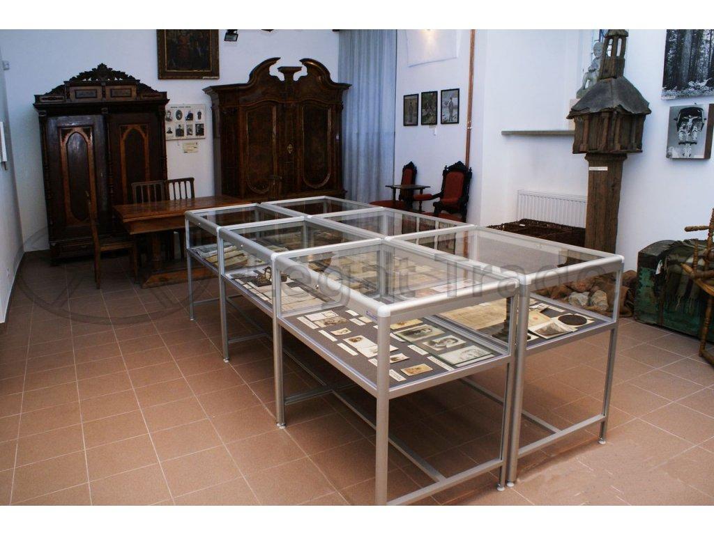 Výstavní vitrína stolová - kalené sklo I