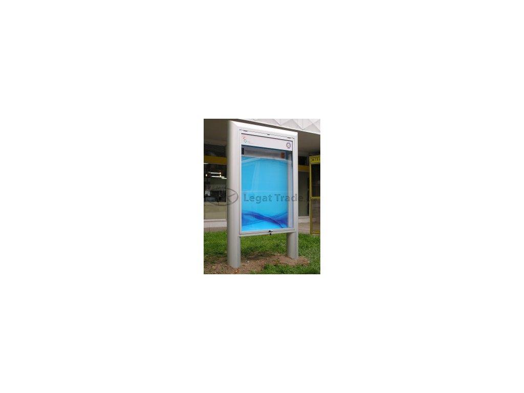 Vonkajšia vitrína s širokým profilom vrátane stojanu