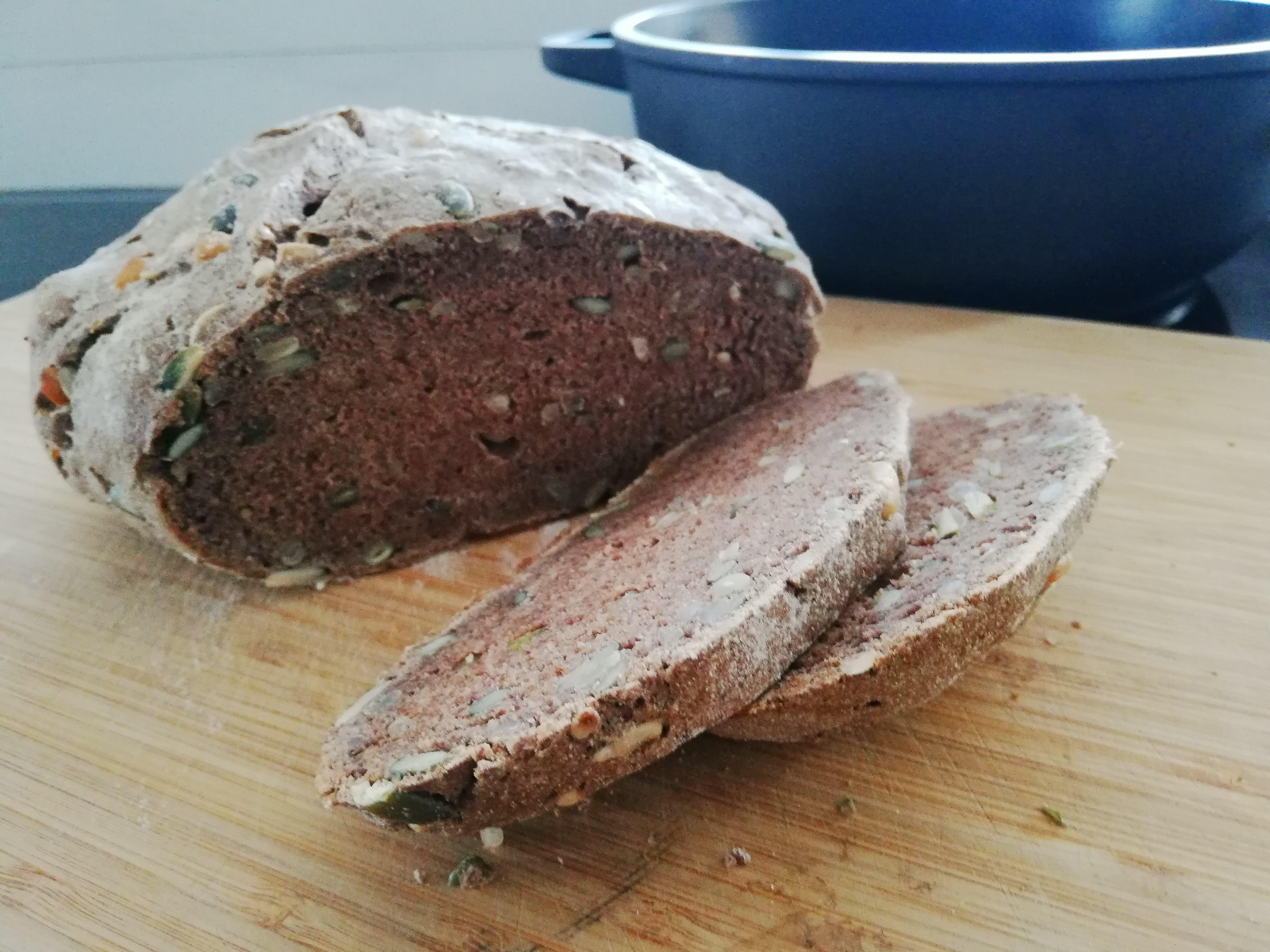 Domácí chléb z 5ti přísad