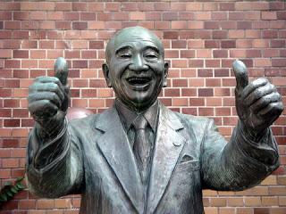 namikoshi-szobra