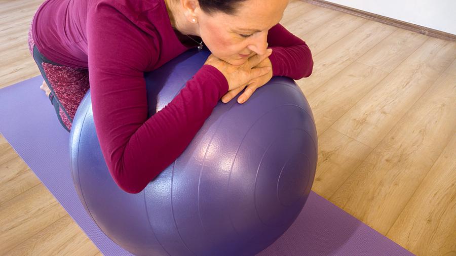 fitness labda gyakorlat pihenes