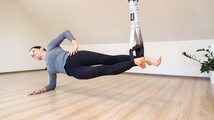 Cviky stehenní svaly TRX pásy