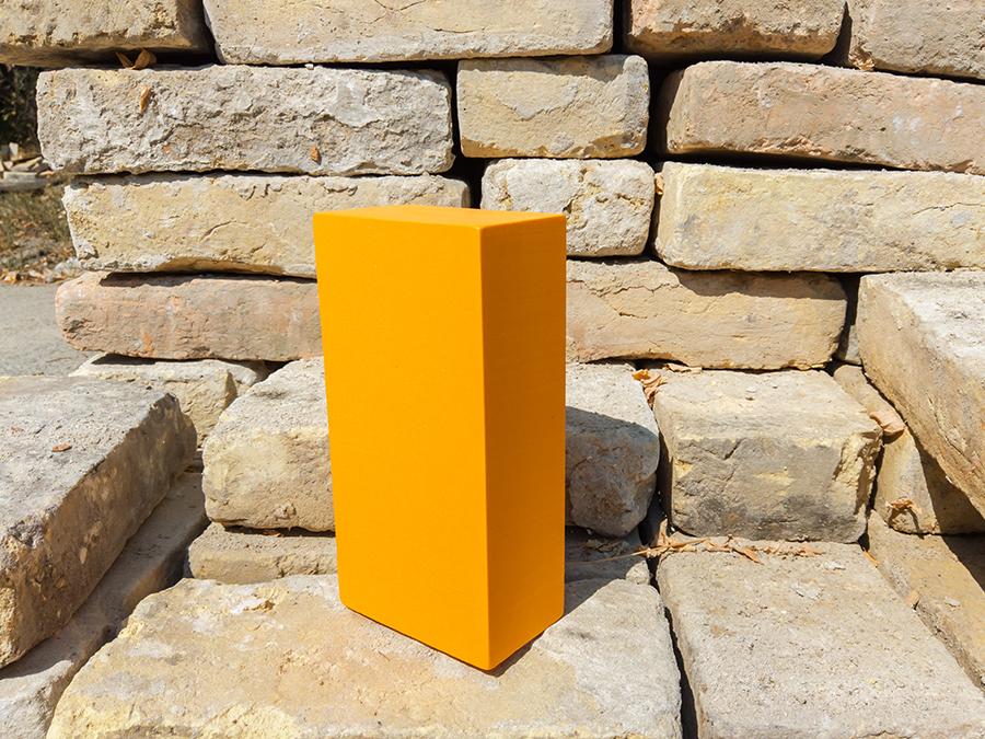Egy narancs színű jógatégla érkezett - ez a tégla, nem az a tégla