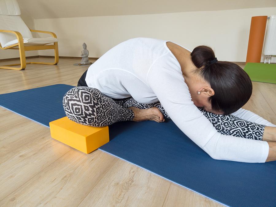 A kötött csípőt alátámasztva csökkenthető a feszülés