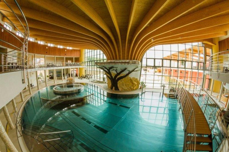 Bellegszencse termálfürdő / Wellness Centrum Aquamarin