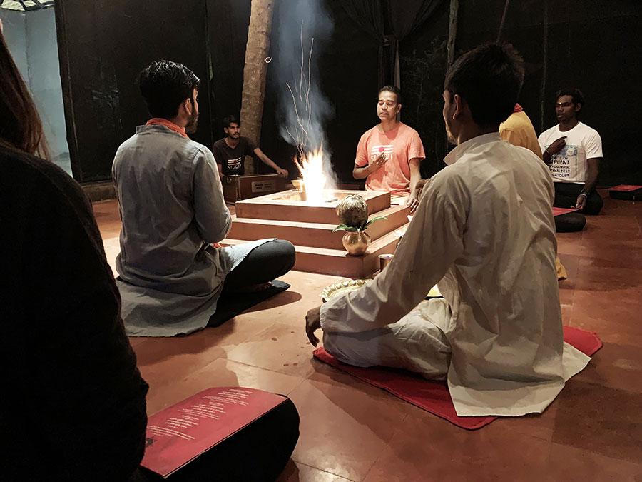 Havan tűzceremónia, mantrák éneklése a hindu istenekhez, egyedi és megható élmény volt