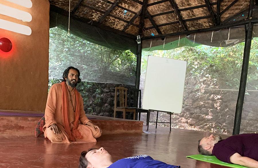 Yoga nidra meditáció és egyéb hanganyagok tölthetők le ingyenesen a weboldalukról