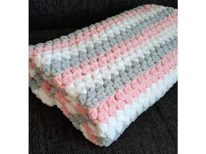 Háčkovaná dětská  deka  růžová  s pruhy