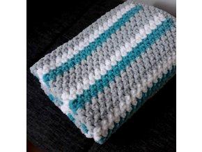 Háčkovaná dětská  deka tyrkysová pruhová