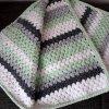 Háčkovaná dětská  deka zelenošedobílá