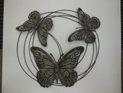 Dekorace z kovových motýlů