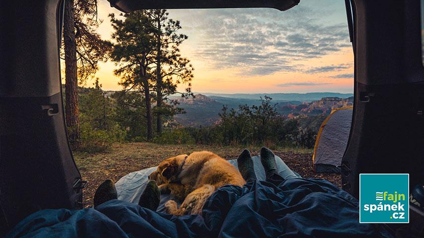 Vrchní vrstva na postel i jako matrace do auta. Poznejte výhody topperů a zjistěte, kdy se vám jejich nákup vyplatí