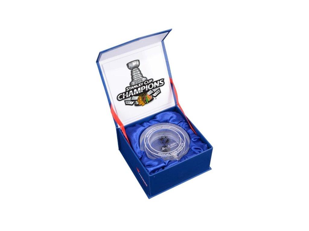 Skleněný puk Chicago Blackhawks 2015 Stanley Cup Champions