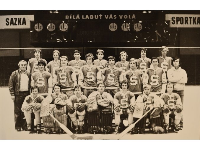 Fotografie mladých hokejistů Sparty 1 III sport antique 30 7 17 (2)