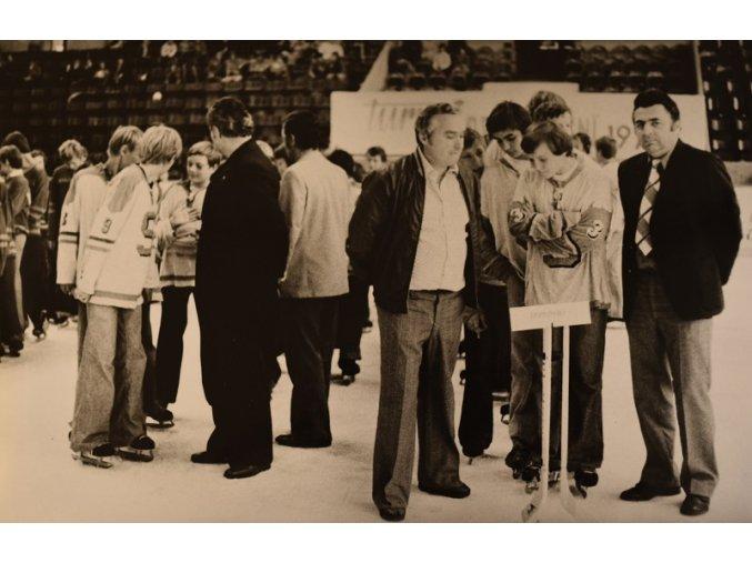 Fotografie mladých hokejistů Sparty 1 3 III sport antique 30 7 17 (5)