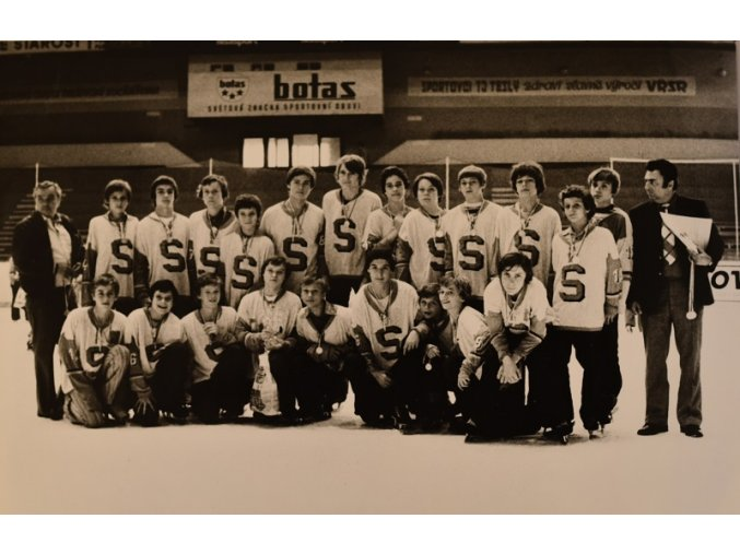 Fotografie mladých hokejistů Sparty 1 4 III sport antique 30 7 17 (6)