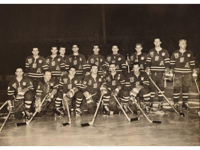 Mužstvo USA MS v hokeji 1959 Československo sport antique cervec 17 (20)