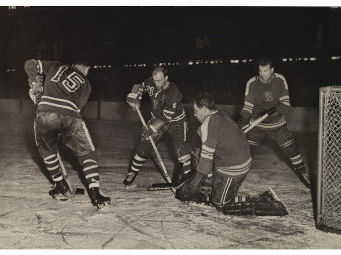Utkání USA vs. FINSKO MS v hokeji 1959 Československo 1