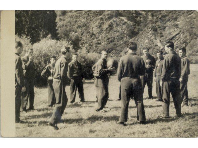 Dobové foto, Fotbalový tým v kondiční přípravě