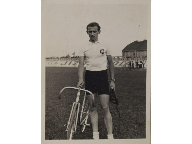 Fotografie cyklisty v národním dresu ČR 30 léta minulého století