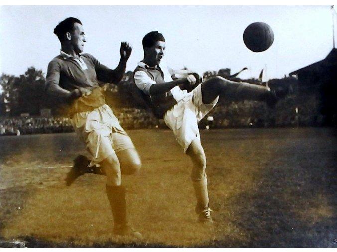 Fotografie ze zápasu Slavia - Baťa (Žďárský, Dupal)