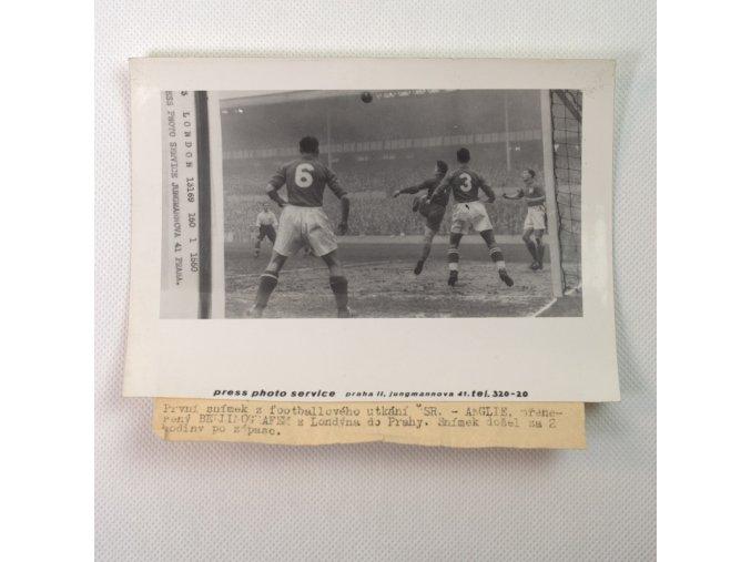 Tiskové foto, z fotbalového utkání ČSR Anglie.dng