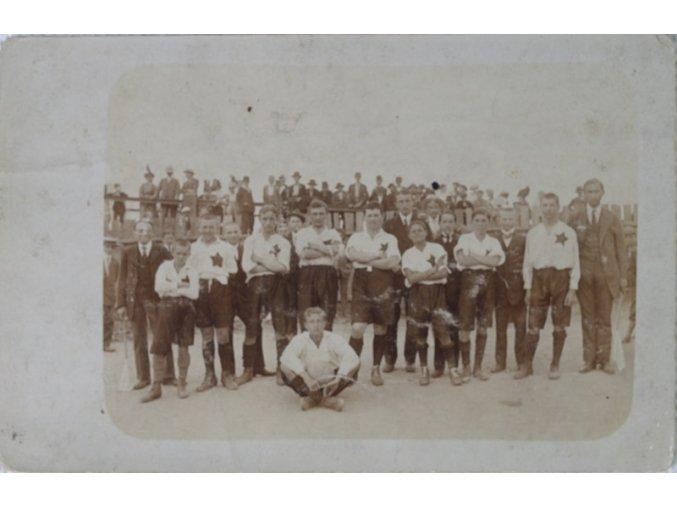 Fotofrafie fotbalistů v kroji slávistickém IVDSC 8442.dng