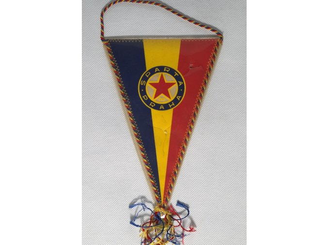 Klubová vlajka SPARTA PRAHA ČKD podpisy IIDSC 8381 1.dng