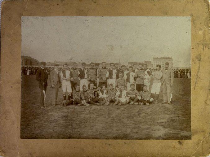 Dobová fotografie fotbalového týmu  S.K.Slavia před utkáním