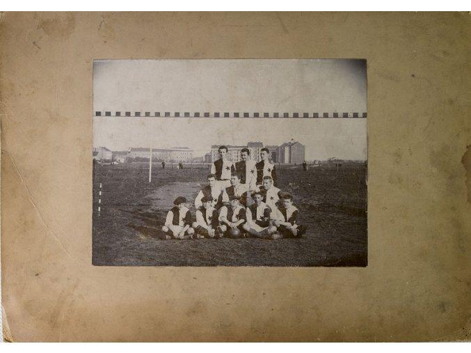 Dobová fotografie fotbalového týmu S.K.Slavia před brankouDSC 9968