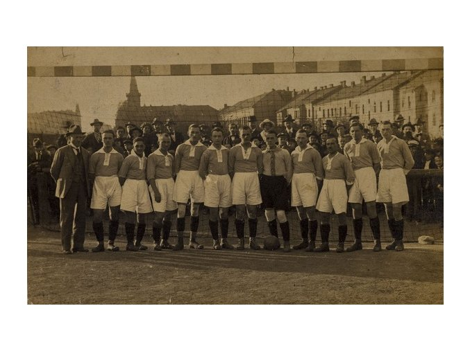 Dobová fotografie fotbalového týmu na Letné, brankaDSC 9909