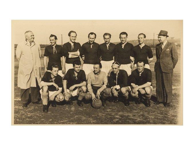 Dobová fotografie fotbalový tým s poháremDSC 9919