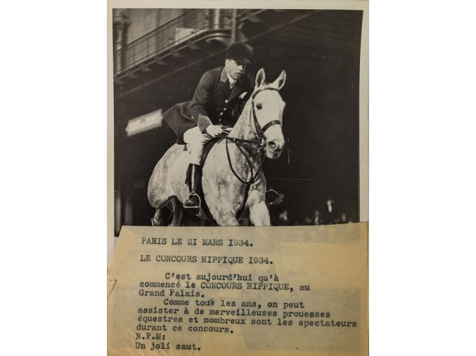 Tiskové foto, Pád Tiskové foto, COUNCOURS HIPIQUE, 1934jezdce na závodech v Anglii.DSC 9945