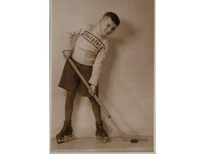 Dobová fotografie Mladý hokejista 1949DSC 0373