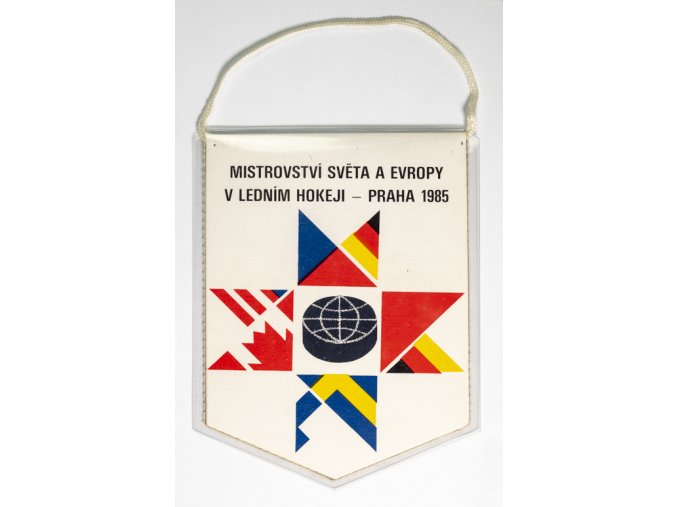 Klubová vlajka MS 1985 hokej Praha účastníci.DSC 4541