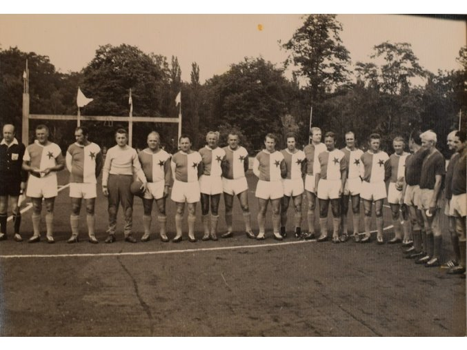 sprt antique 6 17 (64 Fotofrafie fotbalistů v dresech SLAVIA