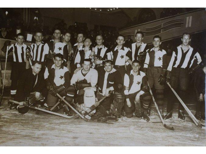 sprt antique 6 17 (41) Fotofrafie hokej SLAVIA v Berlíně