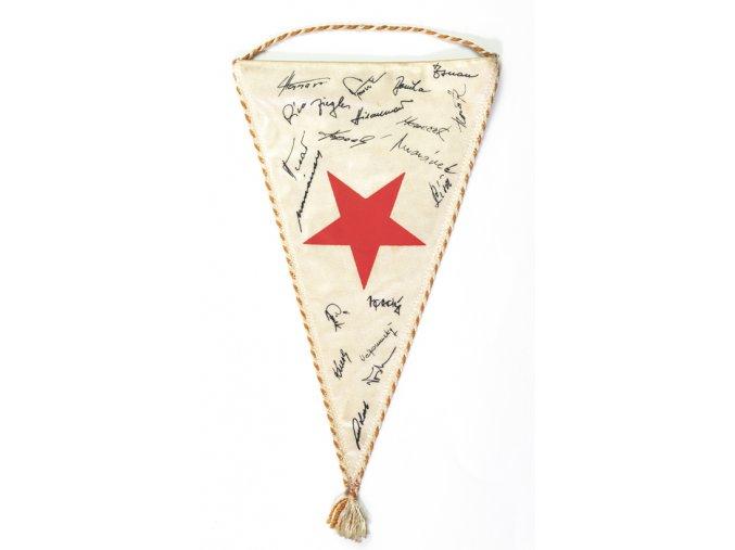 Klubová vlajka Slavia Praha kopaná, podpisyKlubová vlajka Slavia Praha kopaná, podpisy (2)