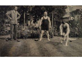 Dobová fotopohlednice, Hráči anglického bowlingu (1)